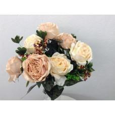 Roos/Bes gemixd, struik, 50 cm, 8 bloemen, 4 bessentrossen, perzik cream